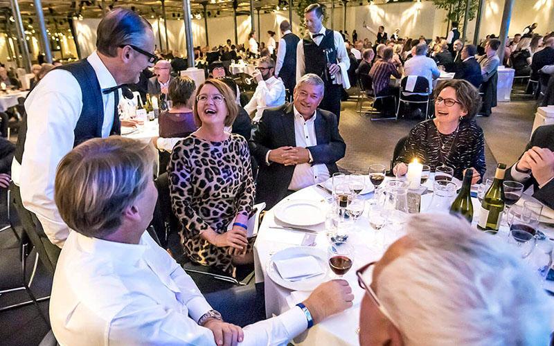 Café Kølbert in Kopenhagen - Suchbild mit 10 Kellnern - www.showwaiters.de